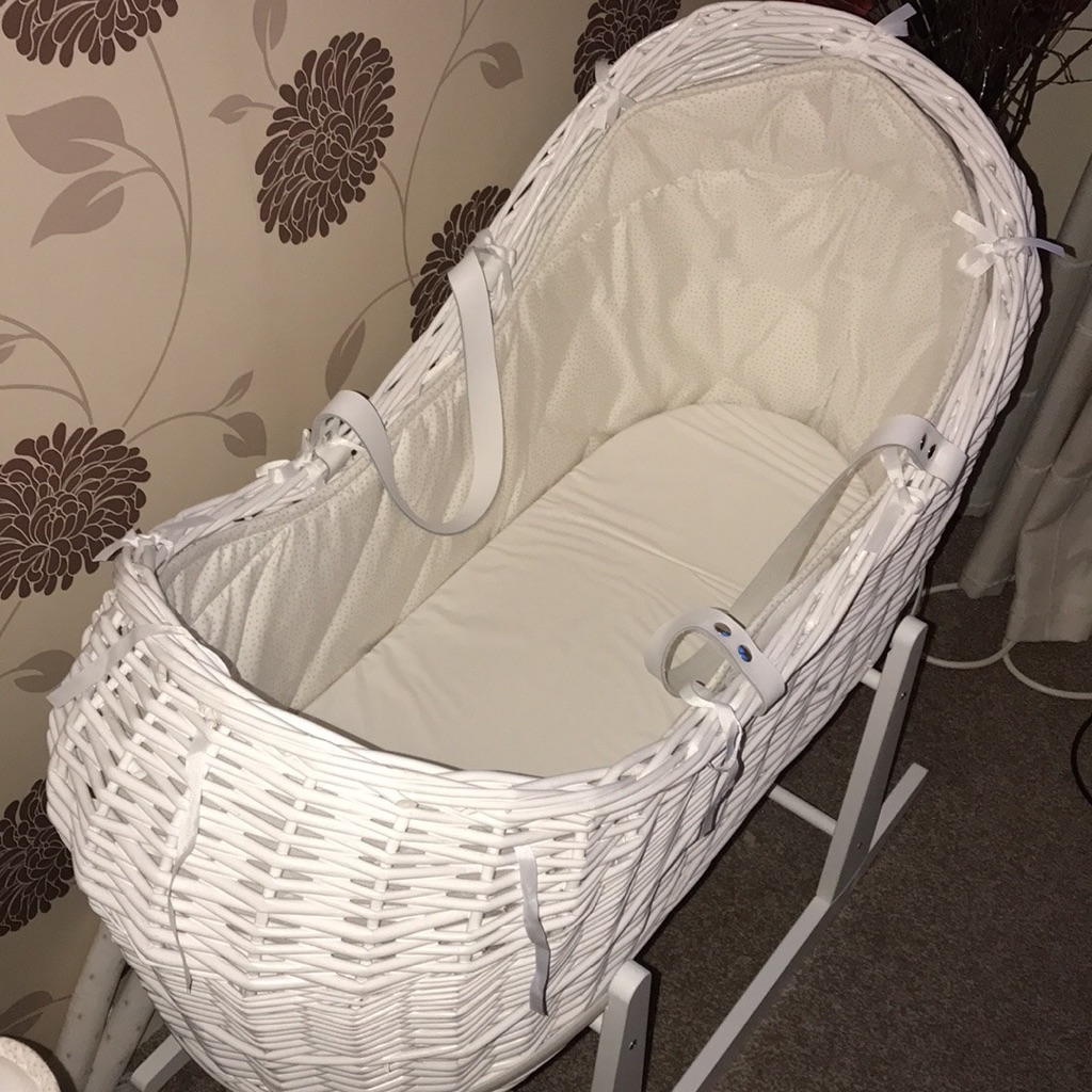White Wicker Moses Pod. Cocoon Basket