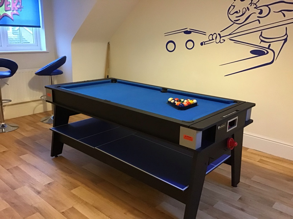 3 in 1 games table in excellent condition