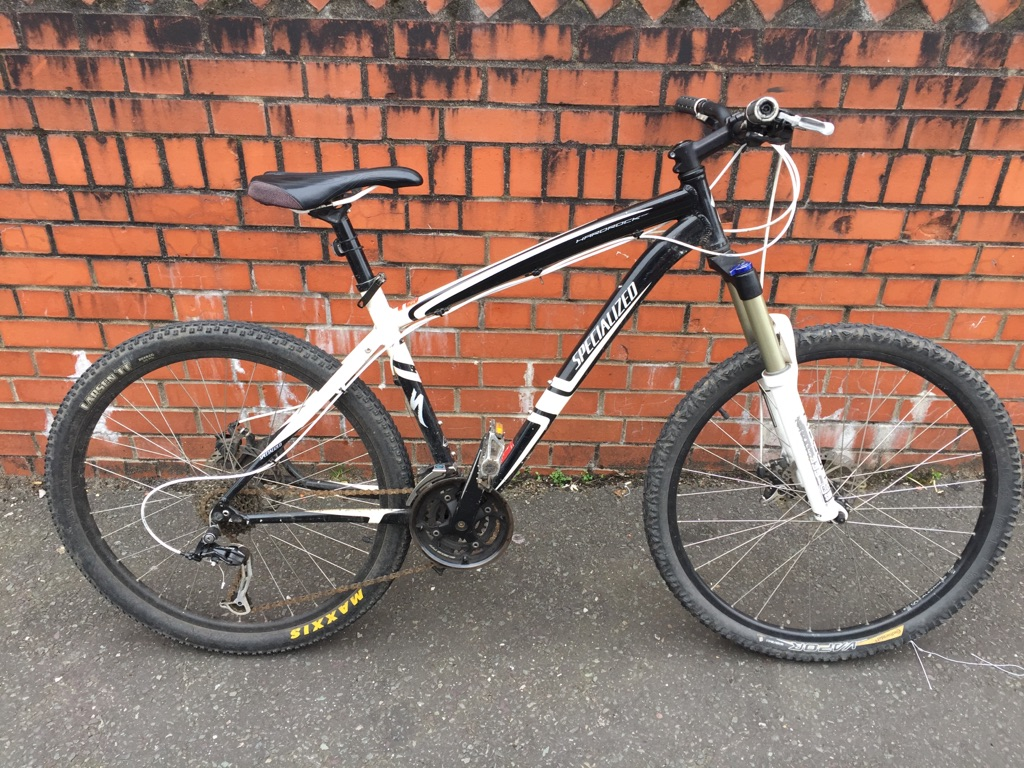 Specialised hardrock EN14766 mountain bike rockshox 335 forks selling for parts or project