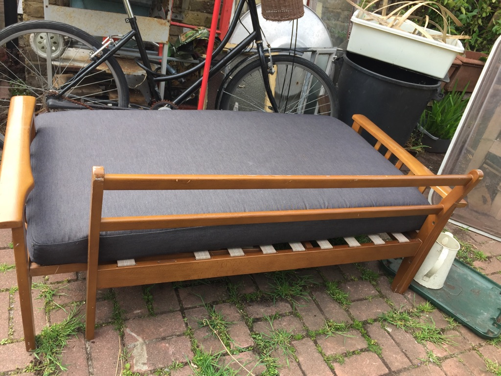 Vintage sofa/single bed