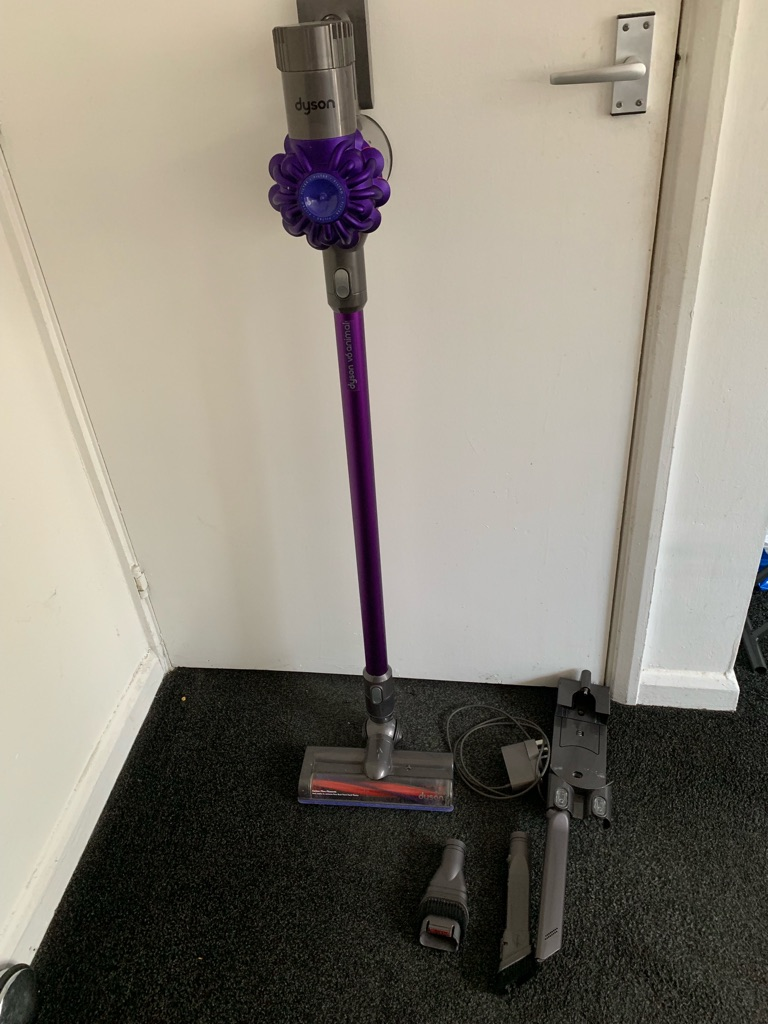 CORDLESS DYSON V6 ANIMAL HAND HELD