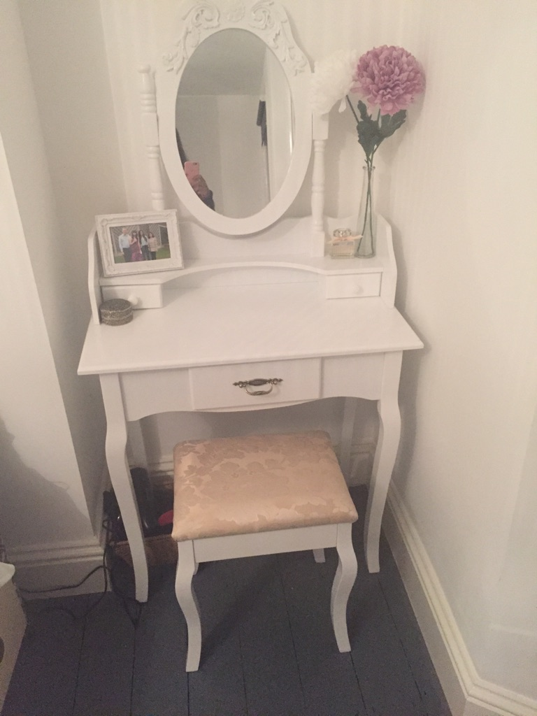 White Dressing Table | Make-up Table | Vanity and Stool!