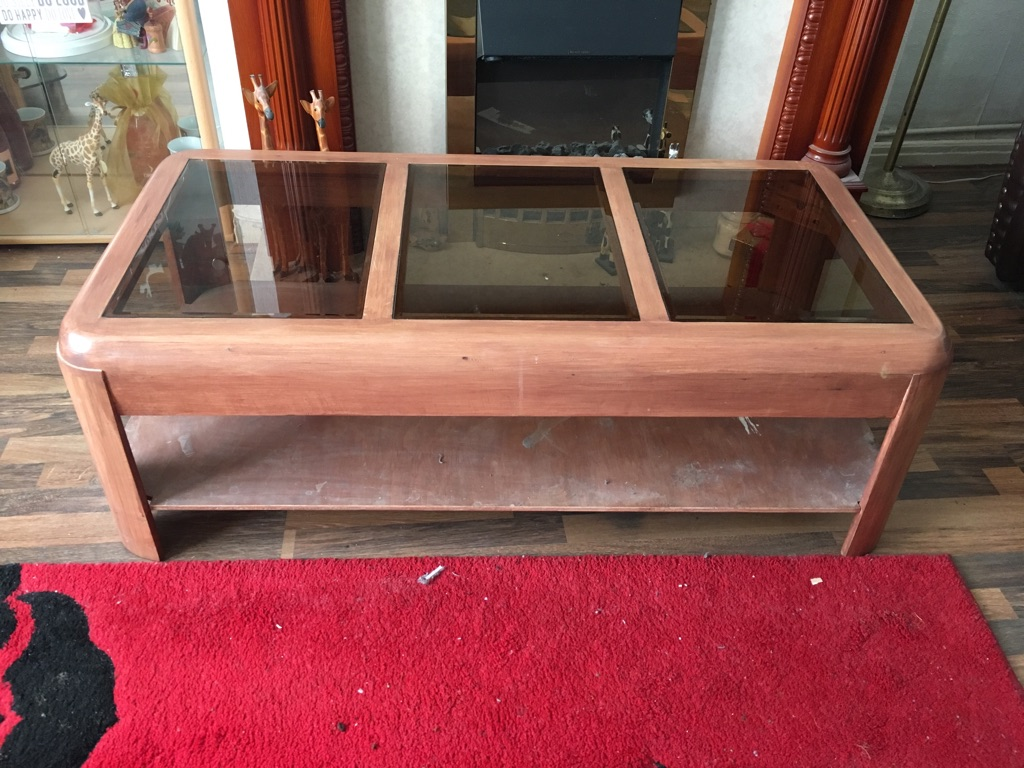 1 centre wooden table, 2 wooden side tables