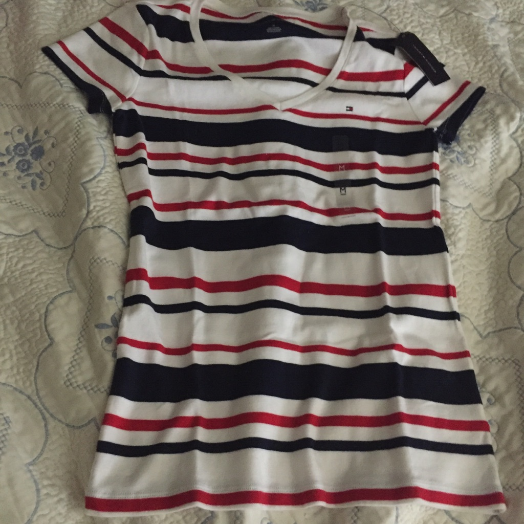Brand New Tommy Hilfiger Women's shirt size (M)