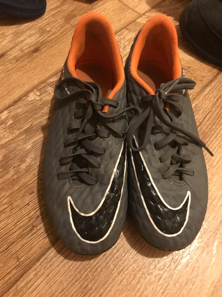 Football shoes size5