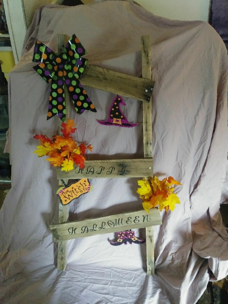 Halloween rustic ladder