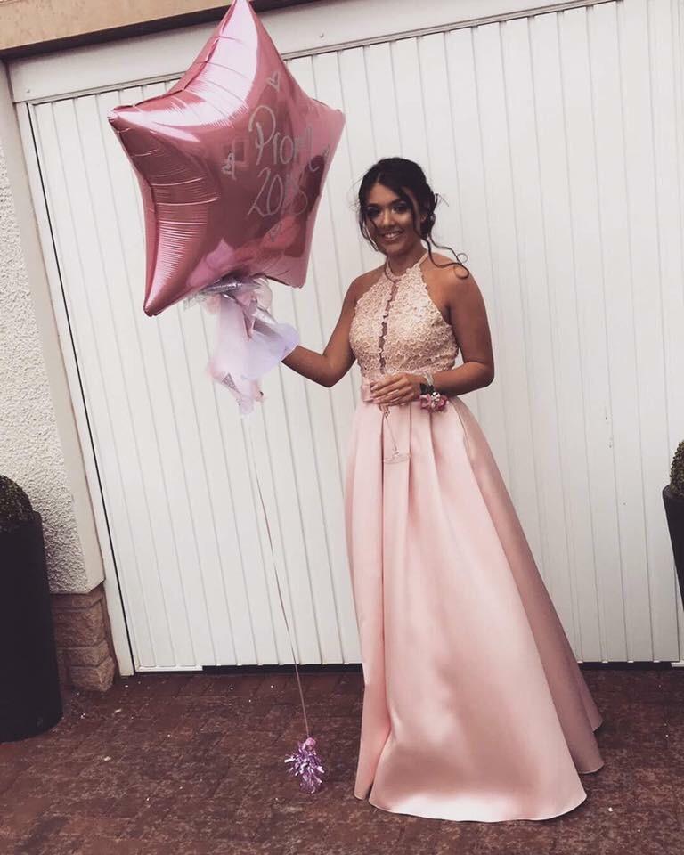 Stunning bow prom dress!!