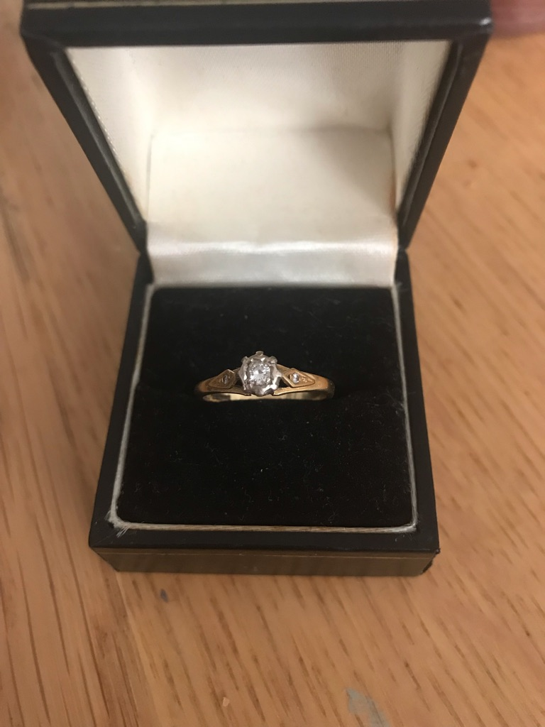 18ct gold diamond ring size O