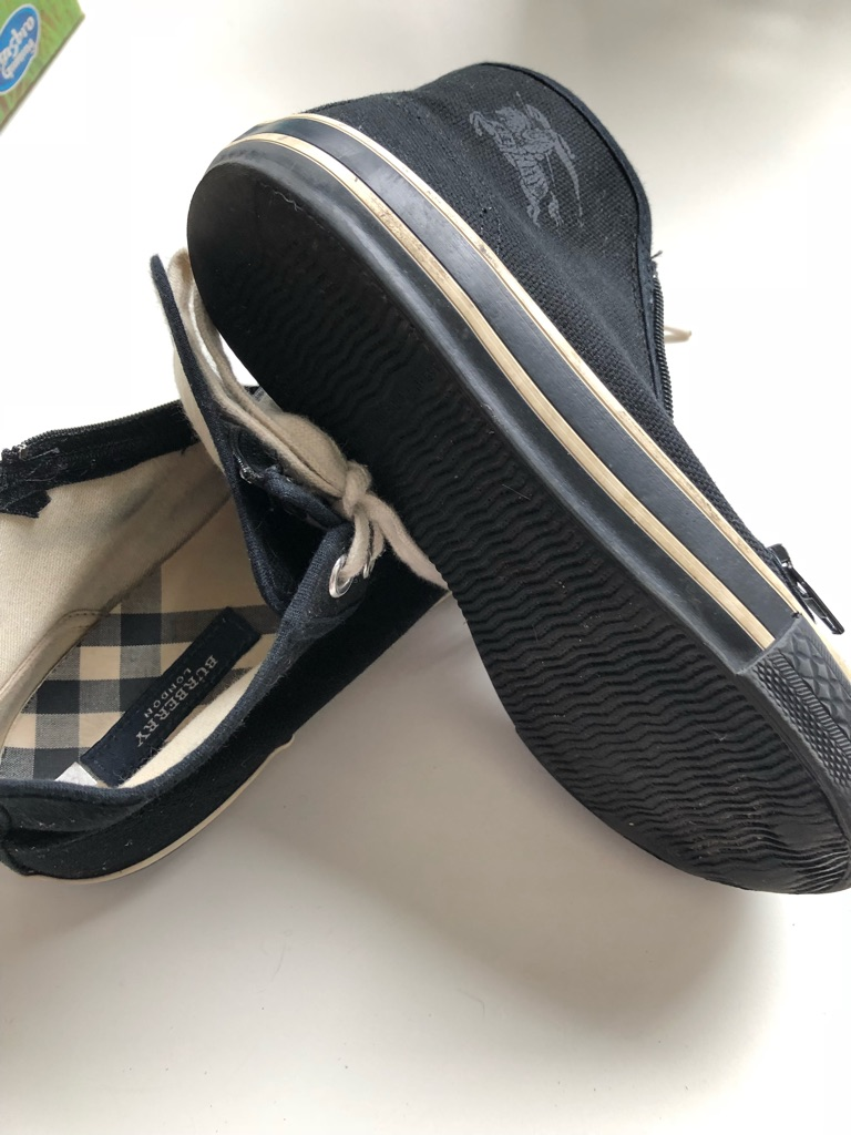 Burberry uk11/17.5cm