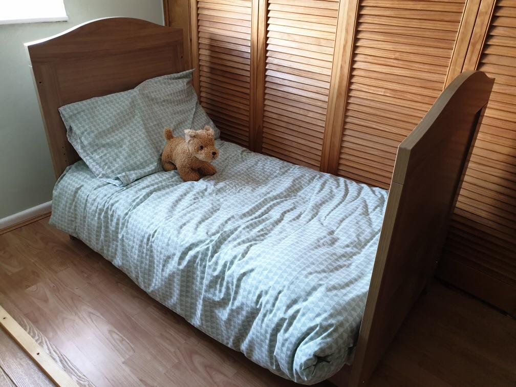 Cot / cot bed