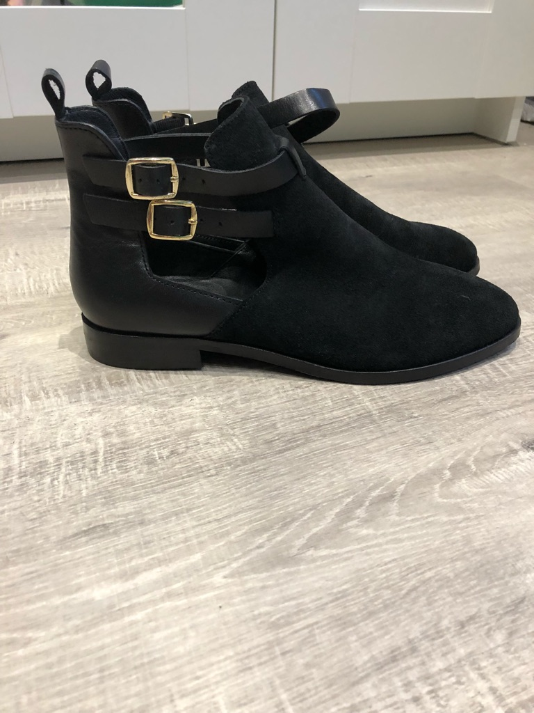 KIOMI open black boots