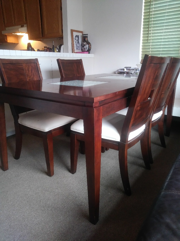 Hardwood kirchen table and chairs
