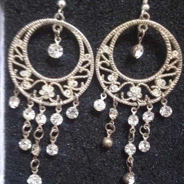 Set of 2 gorgeous dangle earrings