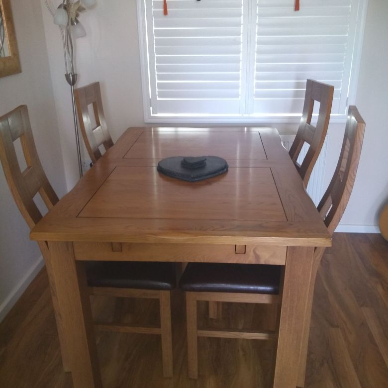 Oakland dining table and chairs