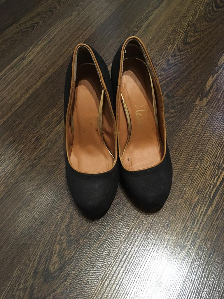 Black High heel shoes size 3
