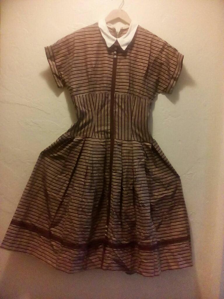 VINTAGE. SUMMER RAYON 1940'S DRESS...!!!