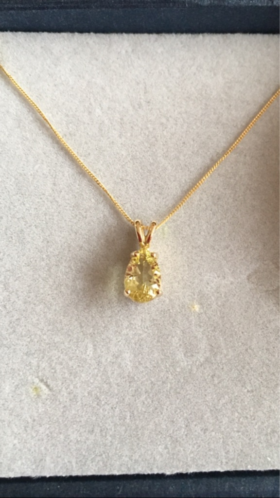 1ct Lemon Citrine Yellow 9K Gold Pendent with Gold Chain.