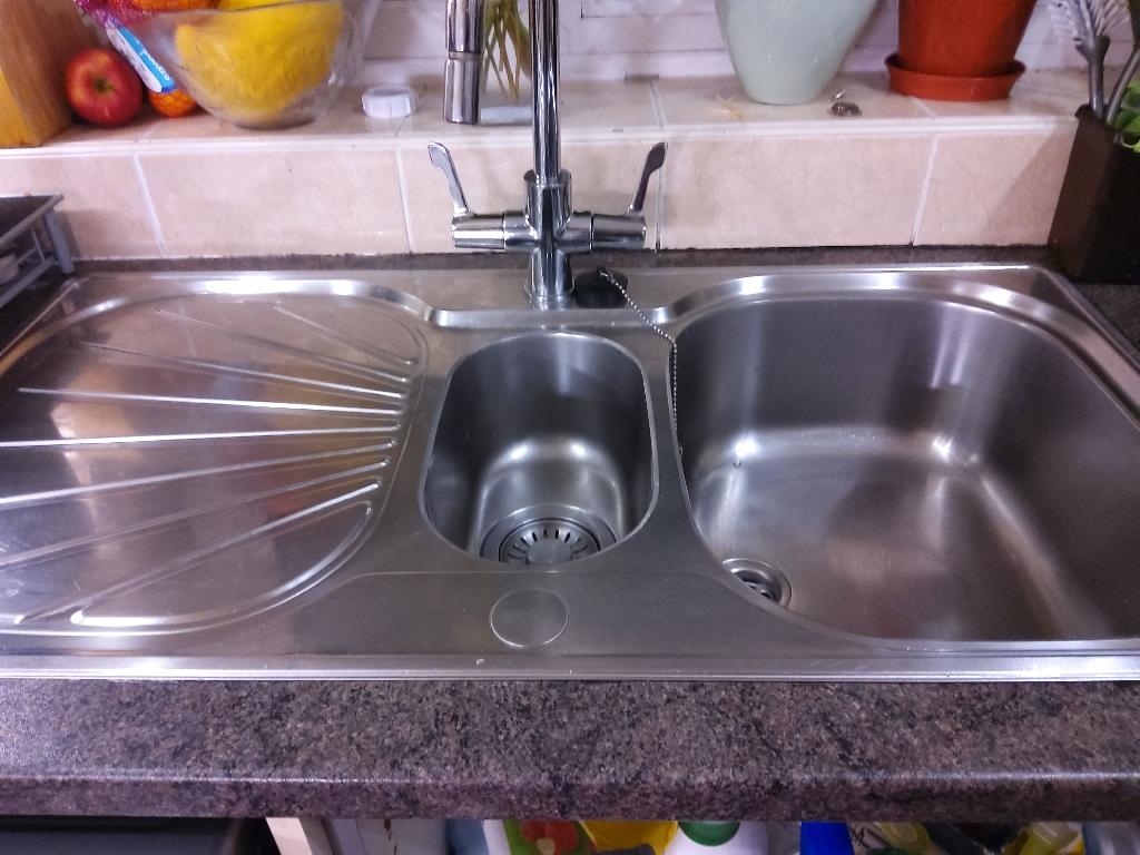 Kitchen sink and taps frankie make