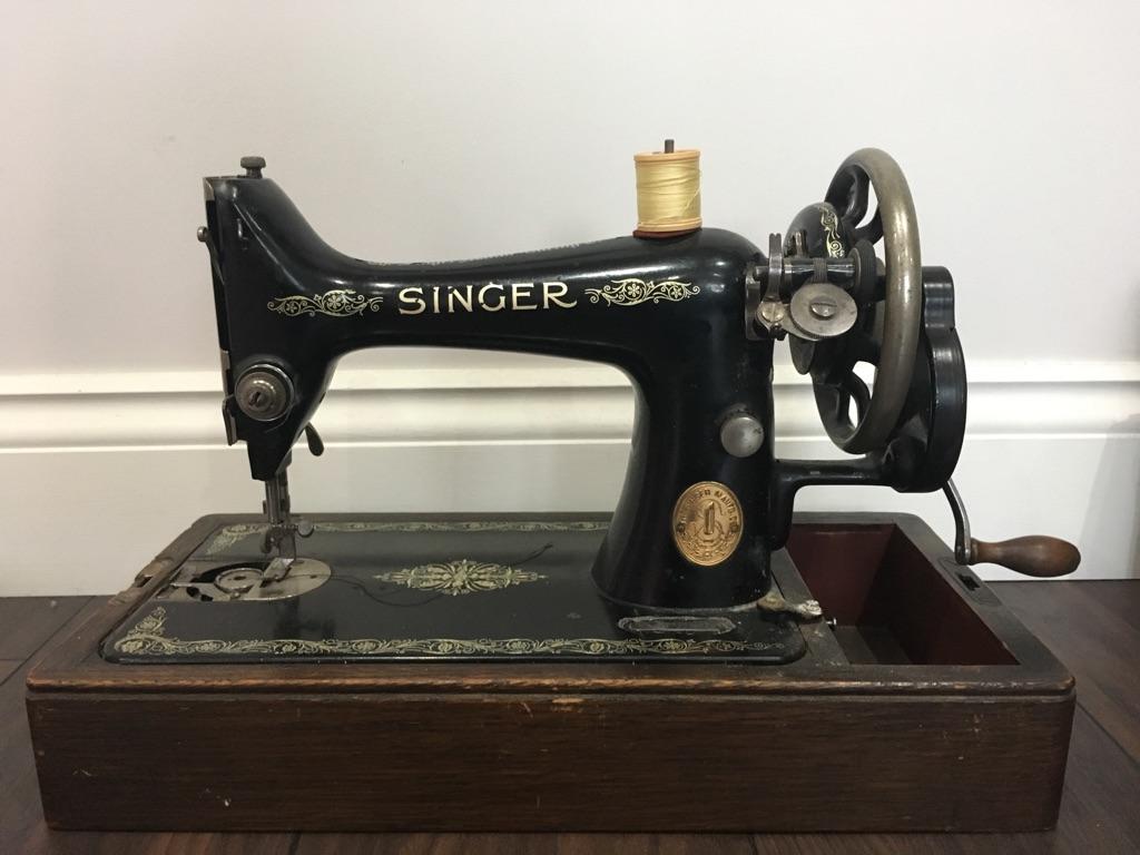 Vintage Singer Sewing Machine. 1921. £75