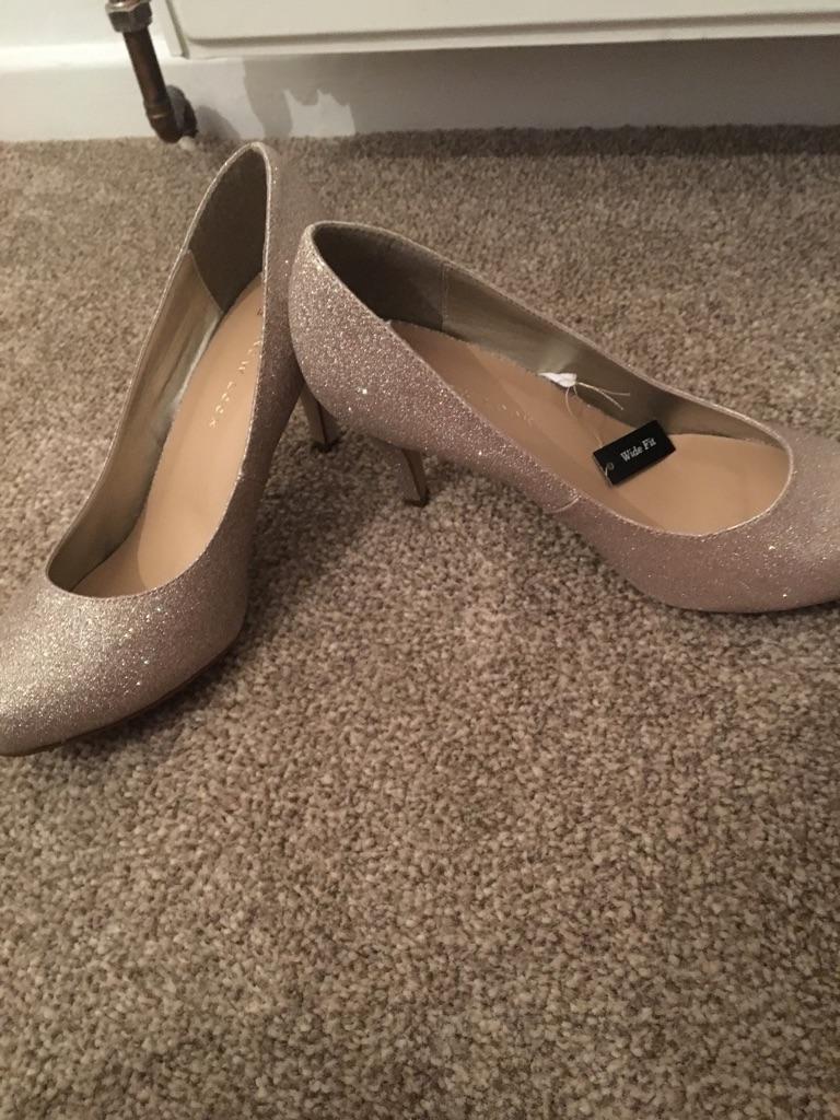 Barely worn gold glitter heels