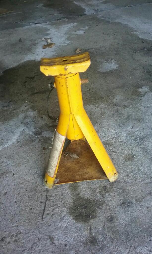 Vehicle muffler & Jack Stand