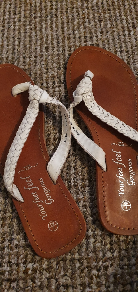 White leather new look flip flops. Size 7. New.