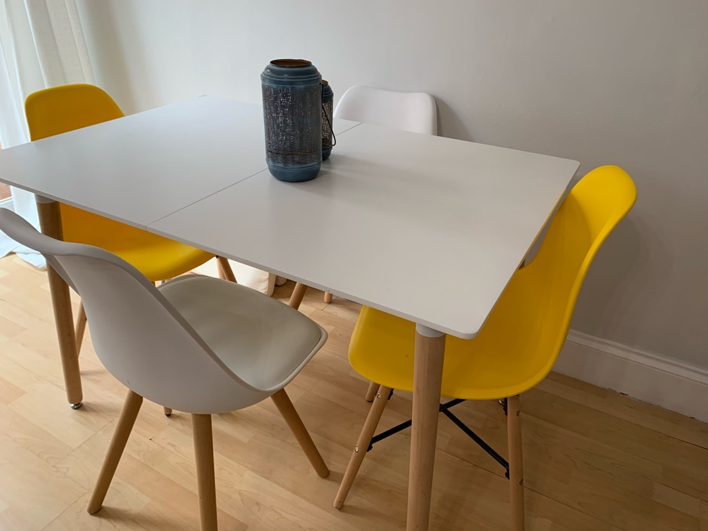 Hygena extendable dinning table with 4 chairs