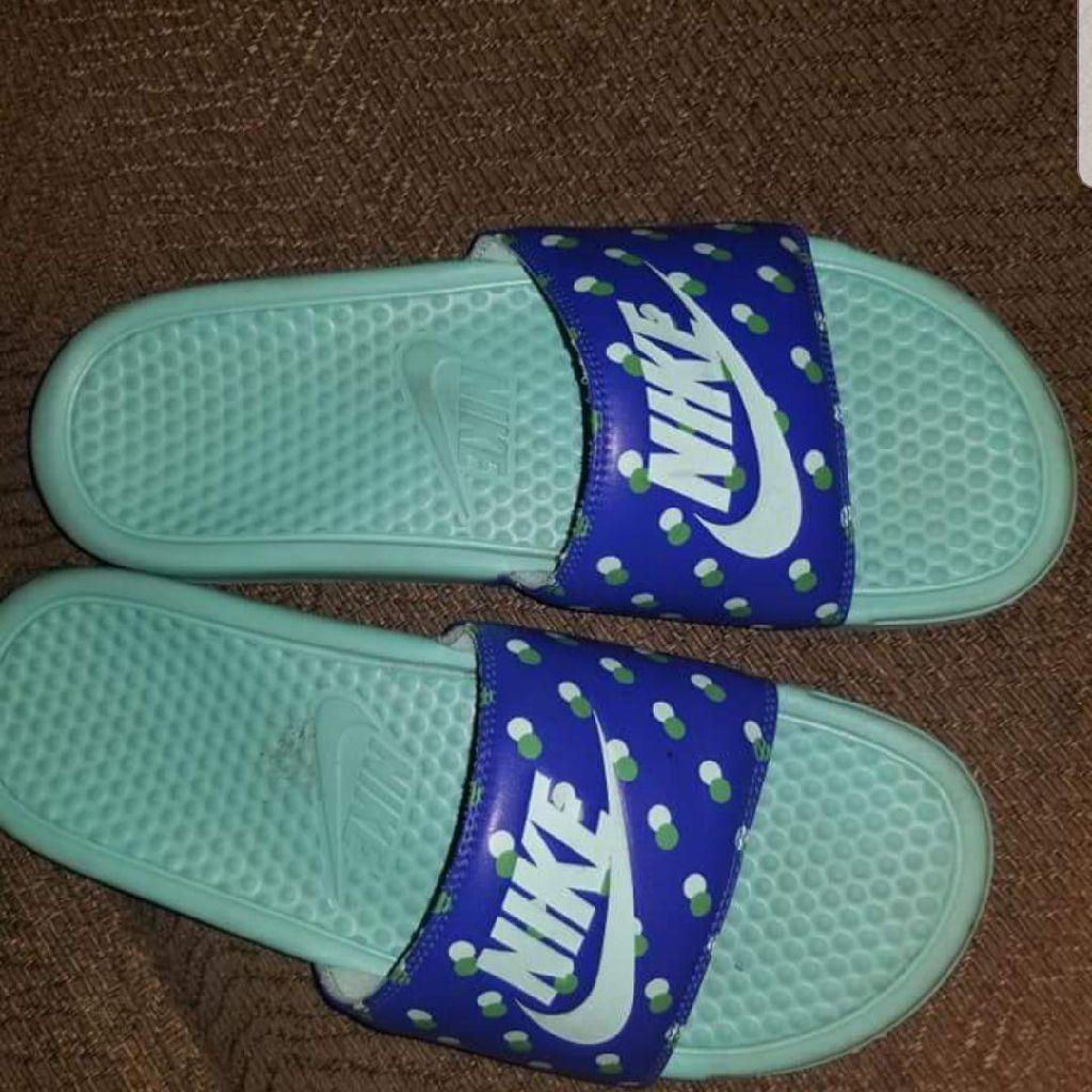 Nike slides size 10