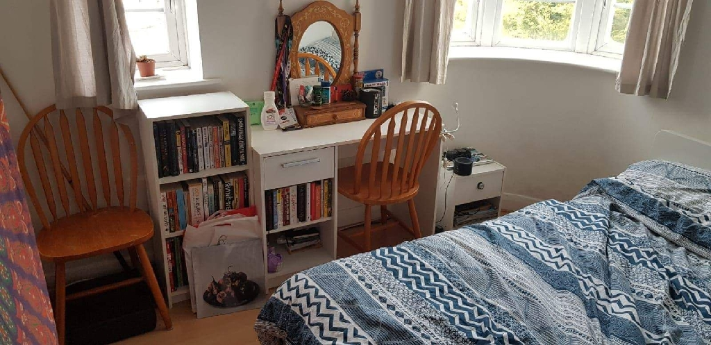 2 bright double rooms