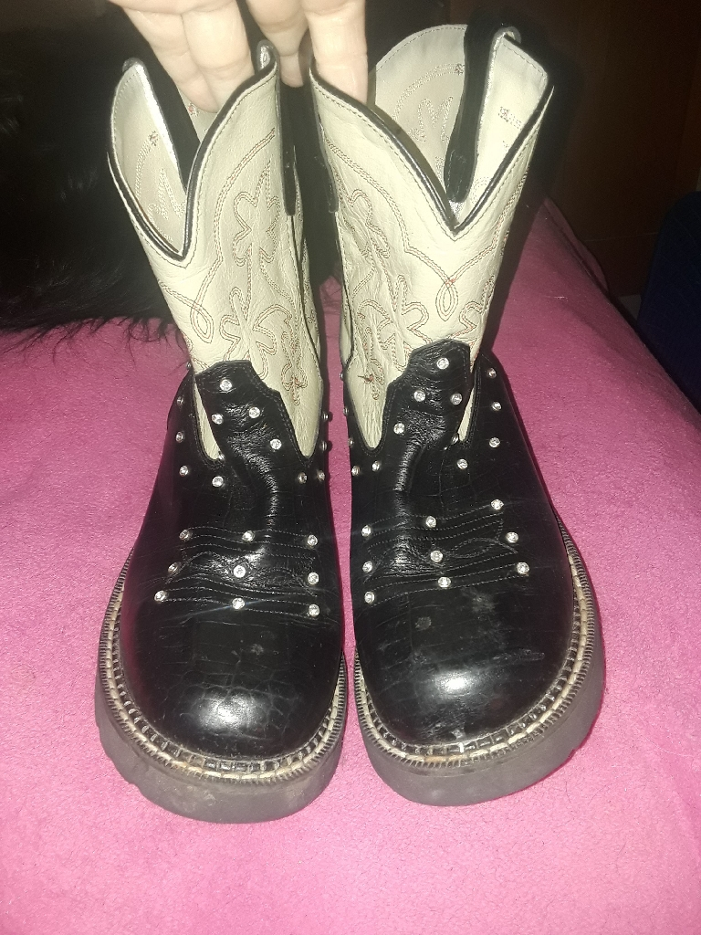 Western boots size 9 leather bling