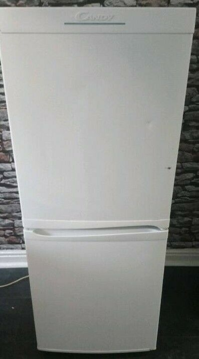 ***FOR SALE *** ***PRICE DROPPED***(SMALL) CANDYWHITE  FRIDGE FREEZER... £40 ovno