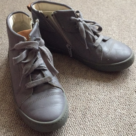 Grey Leather trainer Clarck's
