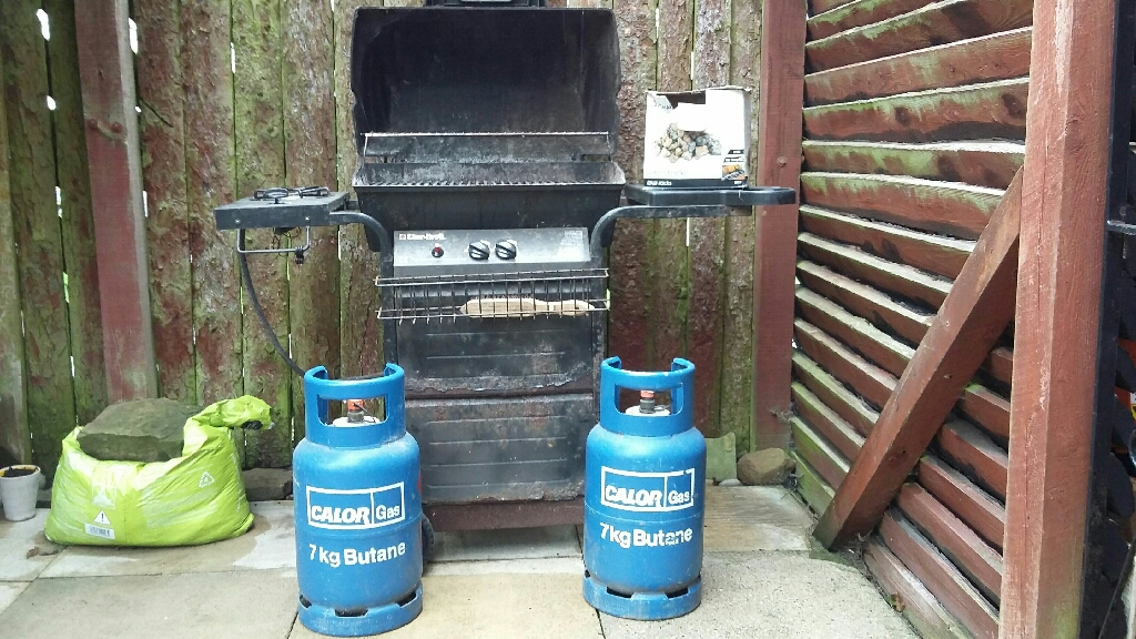 Gas BBQ with cover, 2 gas cylinders and lava stones