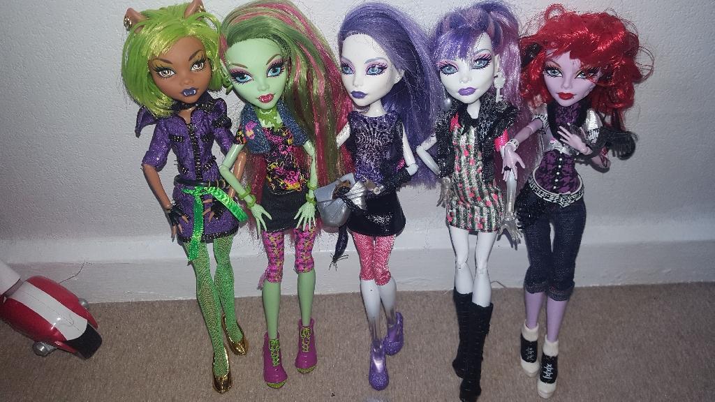 Monster High 5 dolls