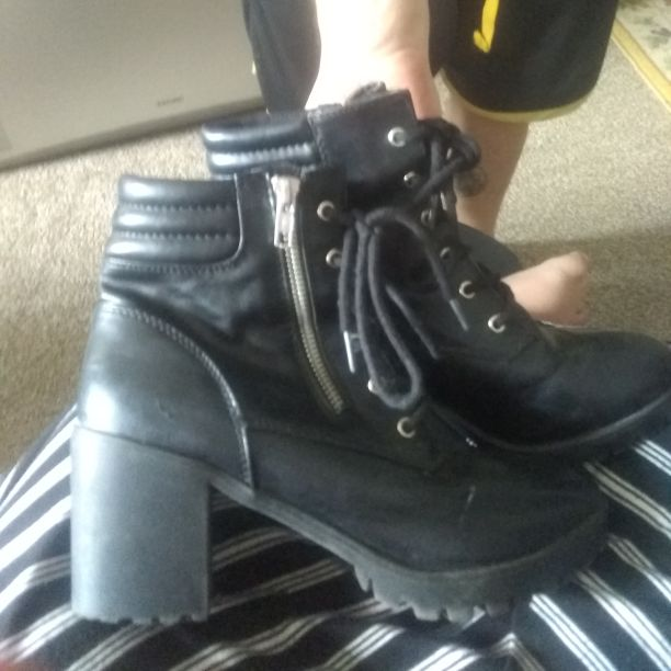 High heel boots size 8