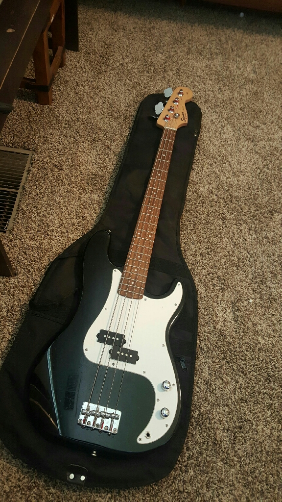 Squier 4 string P-Bass w/ fender carrying case