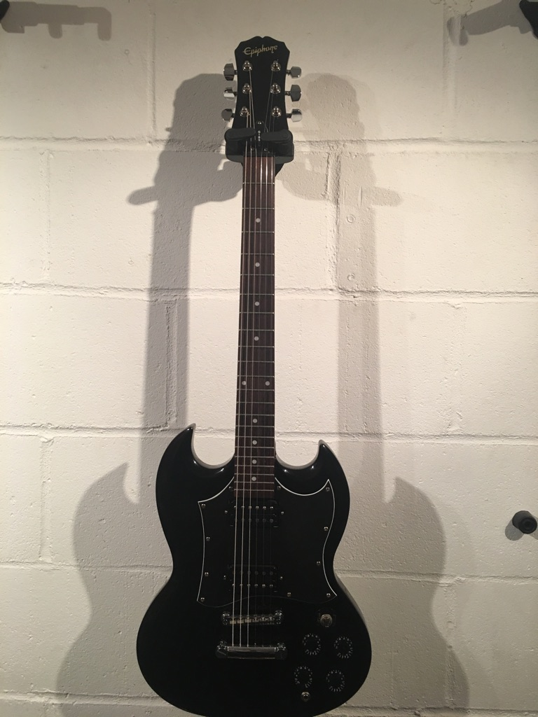 Epiphone SG G310ebony in excellent condition