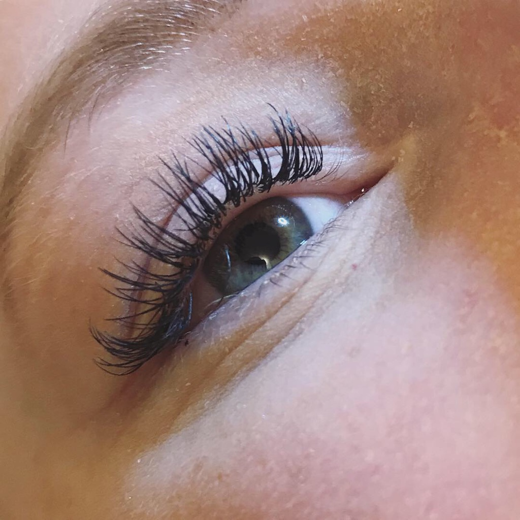 INDIVIDUAL EYELASH EXTENSIONS!! DECEMBER OFFERS STILL ON!! MESSAGE TO BOOK!