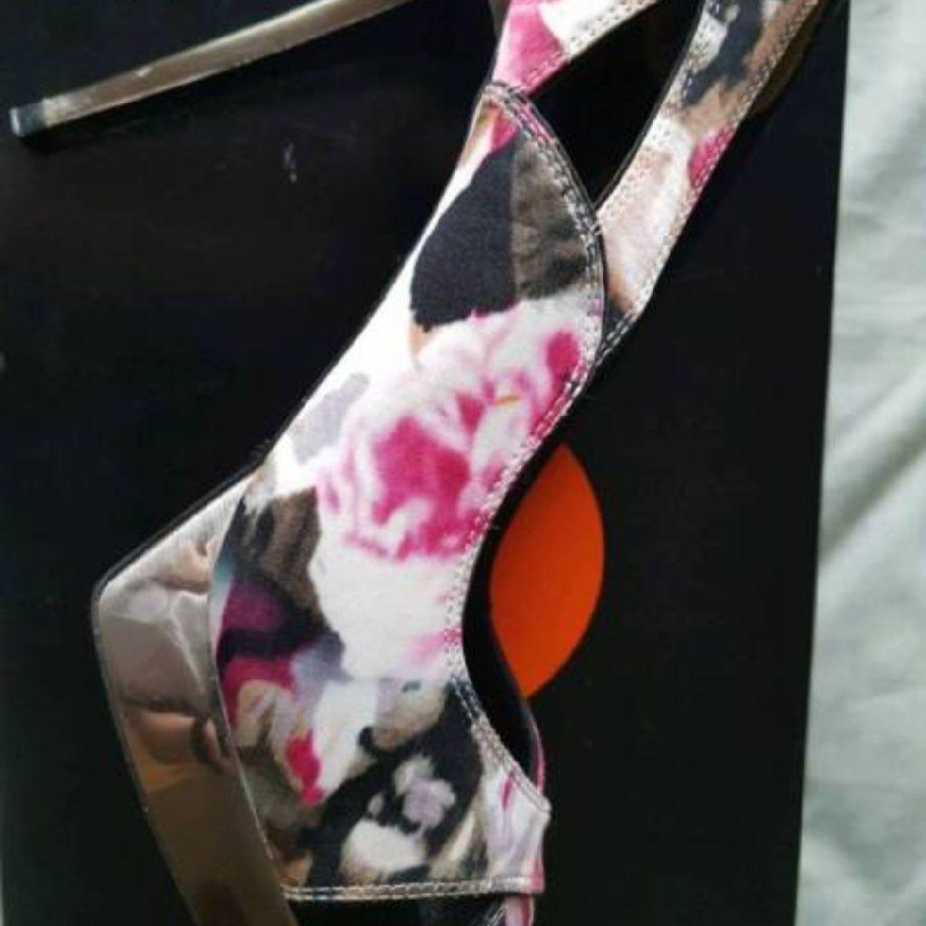 Karen Millen Floral Print Shoes. Size 7 UK