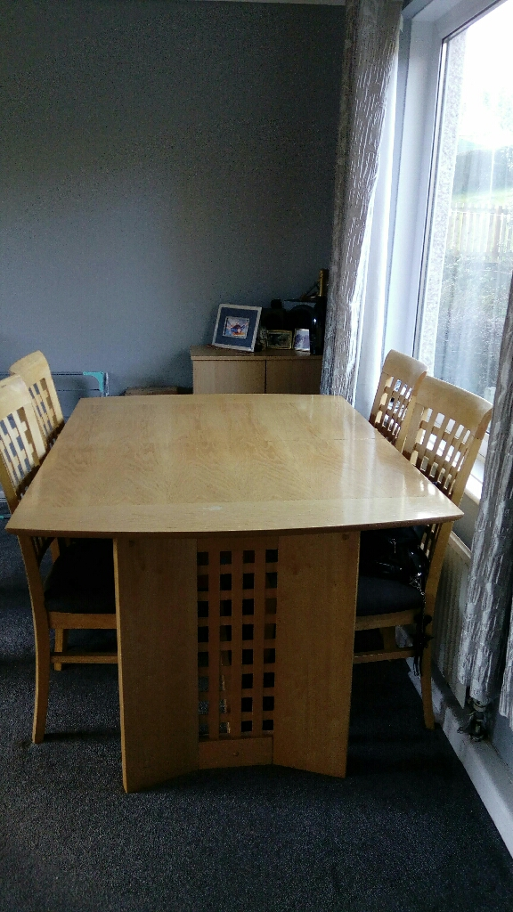 Large Extendable table & 4 chairs £100 ono