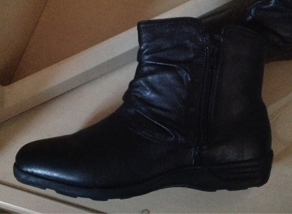 Black Ladies Leather Ankle Boots Size 7
