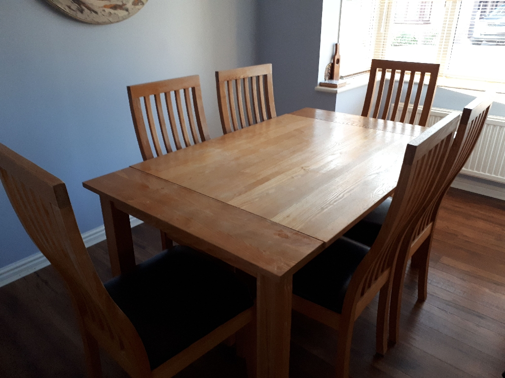 Oak kitchen/dining table and 6 chairs