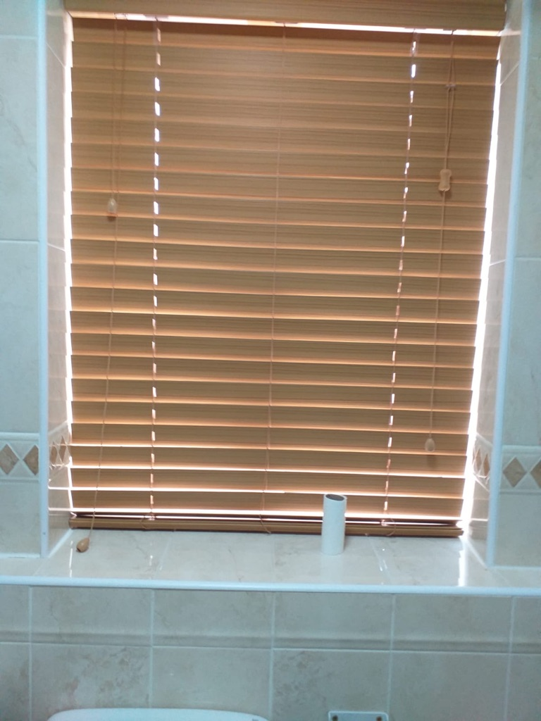6 x faux oak blinds only month old