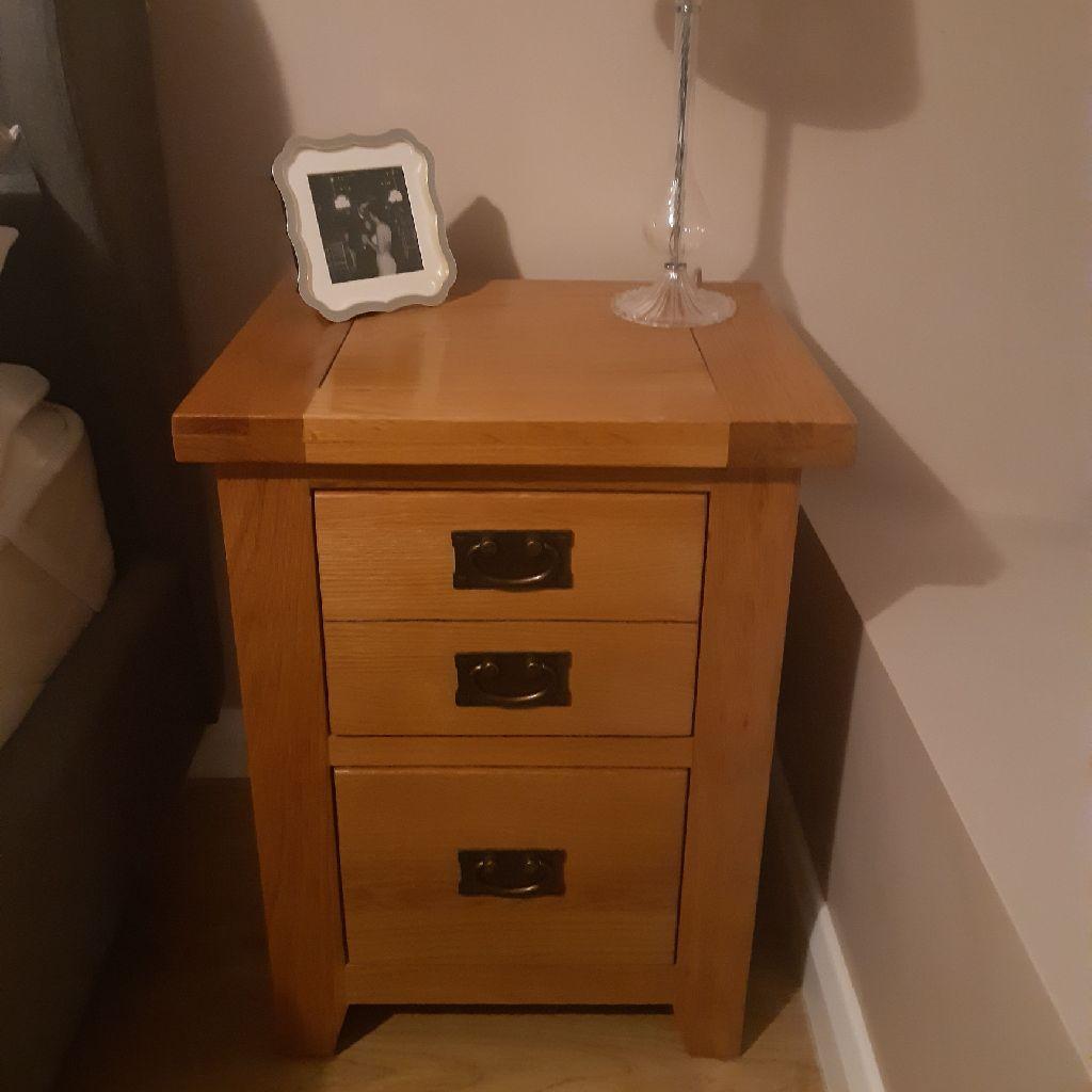 Solid oak bedside table/lamp table