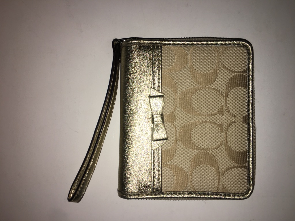 Coach Gold small wallet ( inside is light pink)