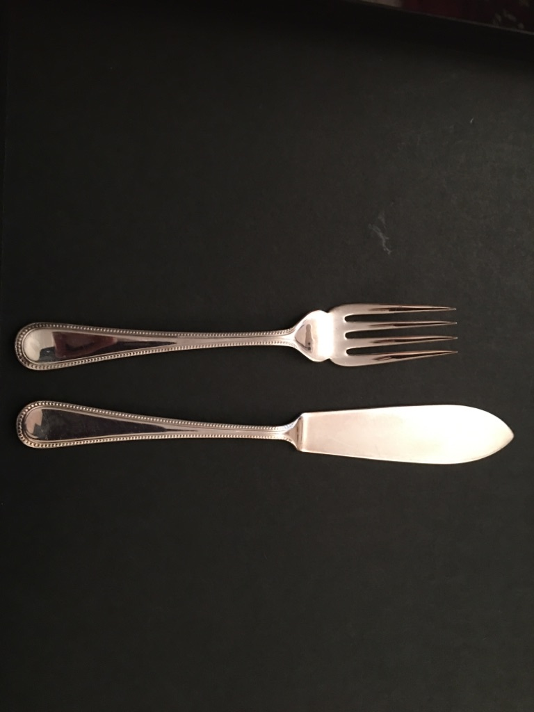 Cutlery set of 8 Butler fish knives and forks