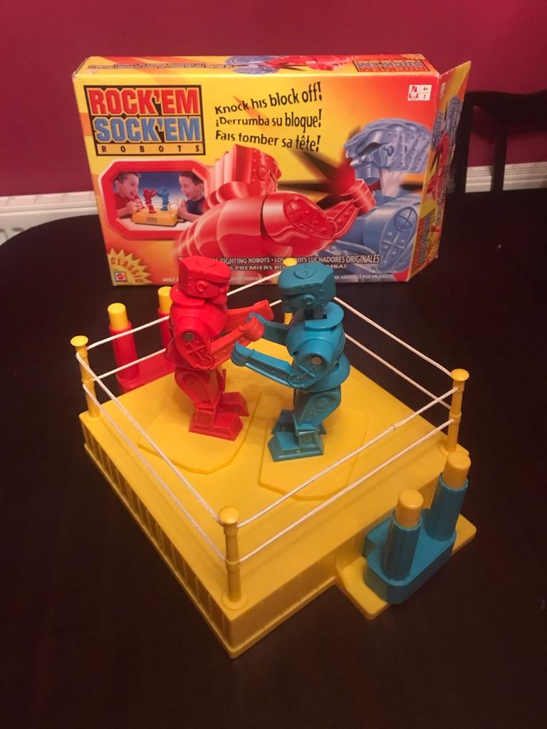 CHILDREN'S  ROCK 'EM SOCK 'EM ROBOTS