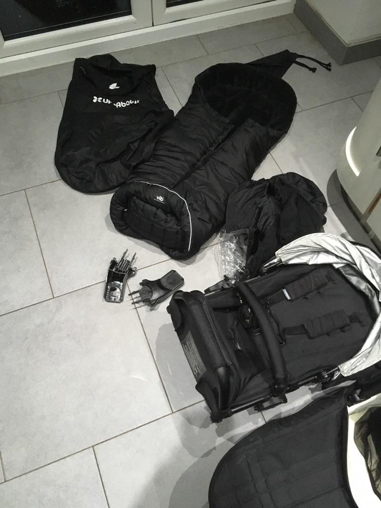 2012 uppababy vista travel system /pram jake black