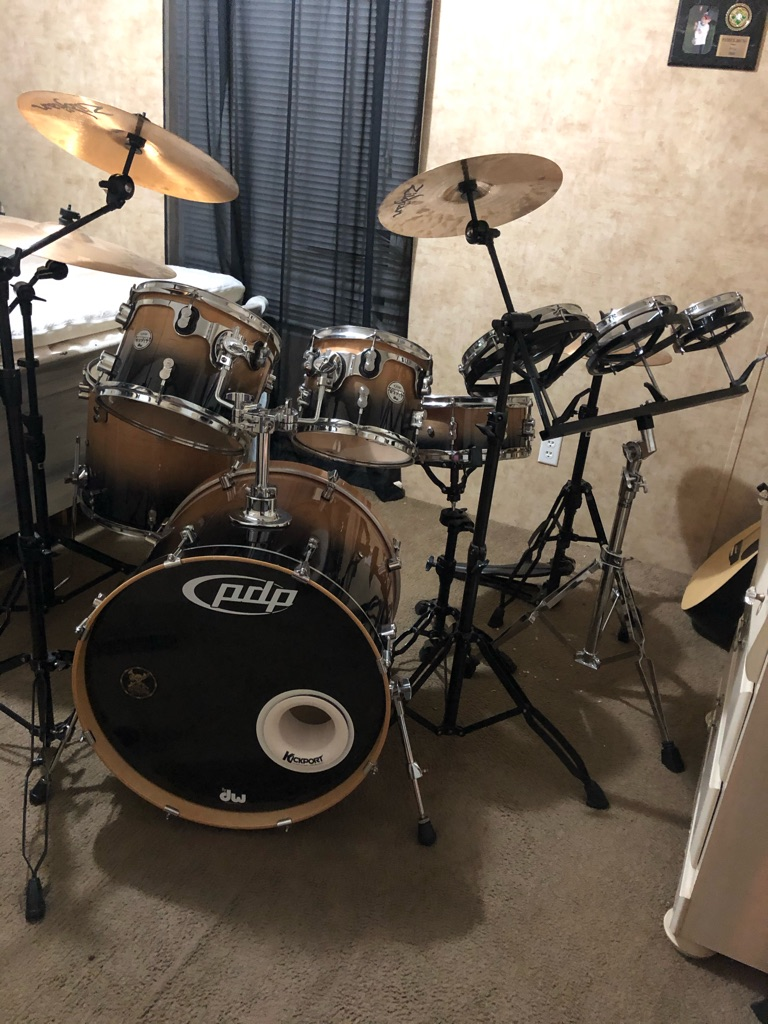 Full set of professional drums; Maple