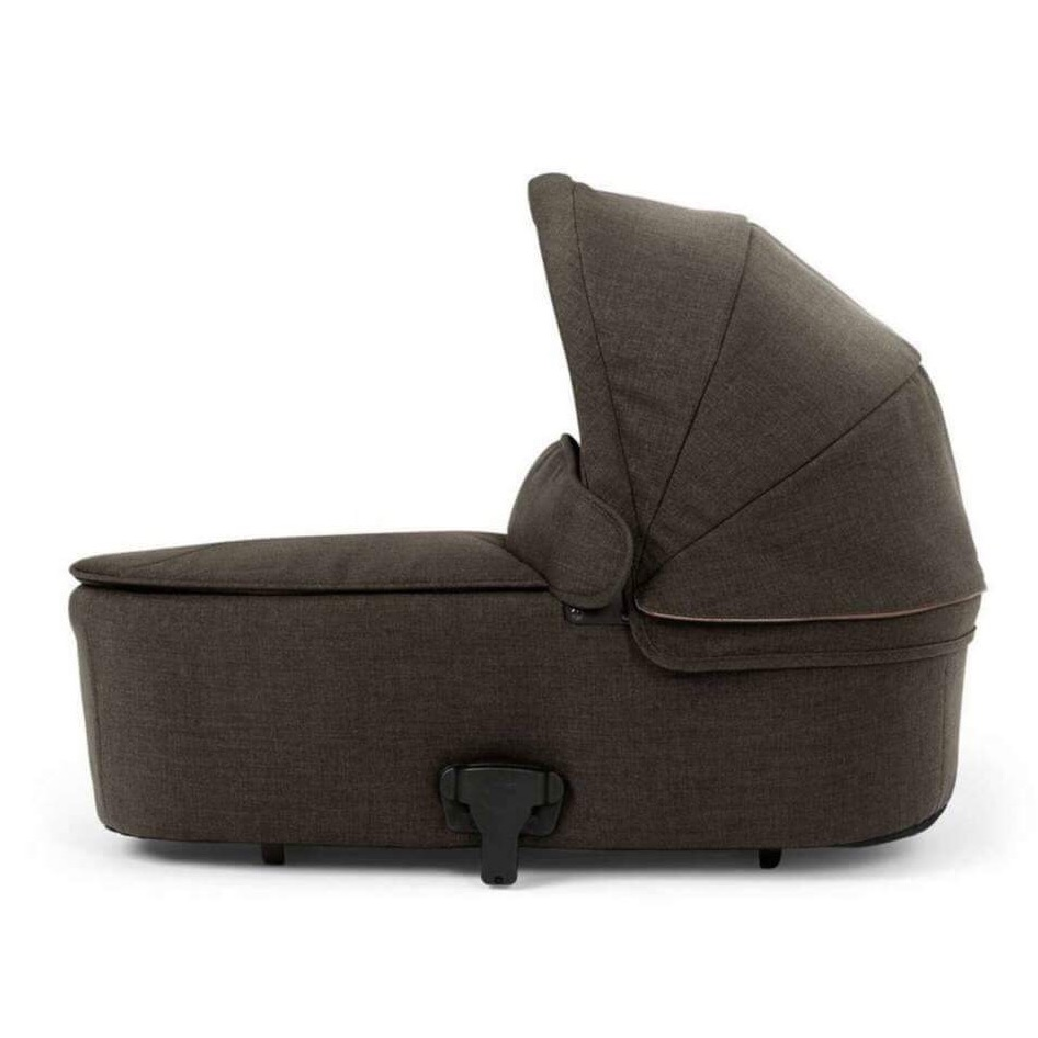 Armadillo Flip Xt Carrycot from mamas&papas (chestnut color)